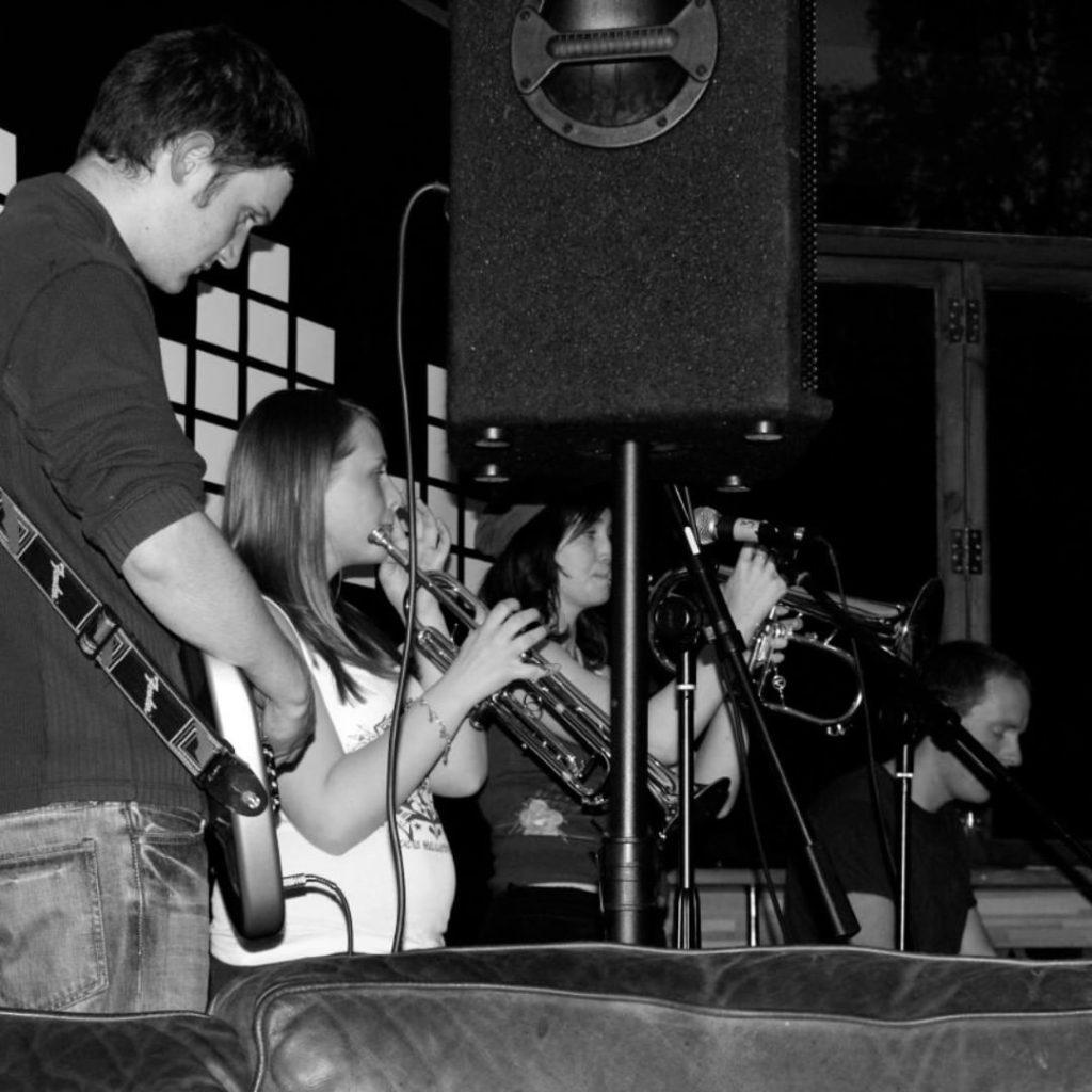 #yellowbentines #acoustic #beanscene #livemusic #glasgowmusic #glasgowmusicscene #scottish #scottishmusic #live #liveband #scottishband #lovelive #blackandwhite #brass #trumpet #flugelhorn #bassguitar