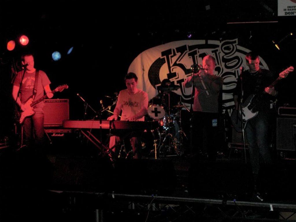 yellobentines's profile picture yellobentines Playing King Tut's Wah Wah Hut #kingtutswahwahhut #livemusic #trumpet #trumpetplayer #pianomusic #piano #bassguitar #bassplayer #guitar #guitarist #drums #drummer #yellowbentines #scottishband #scottish #scottishmusic #glasgow #glasgowband #glasgowgig #gigginginglasgow #livemusic #livegig
