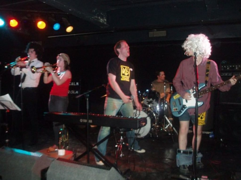 yellow bentines It's Show Time! #Livemusic #livegig #nicehair #scottishband #scottishmusic #glasgowband #glasgowmusicscene #trumpet #trumpets #bass #bassist #drums #singer #gigging #music #glasgow #crazy #yellowbentines