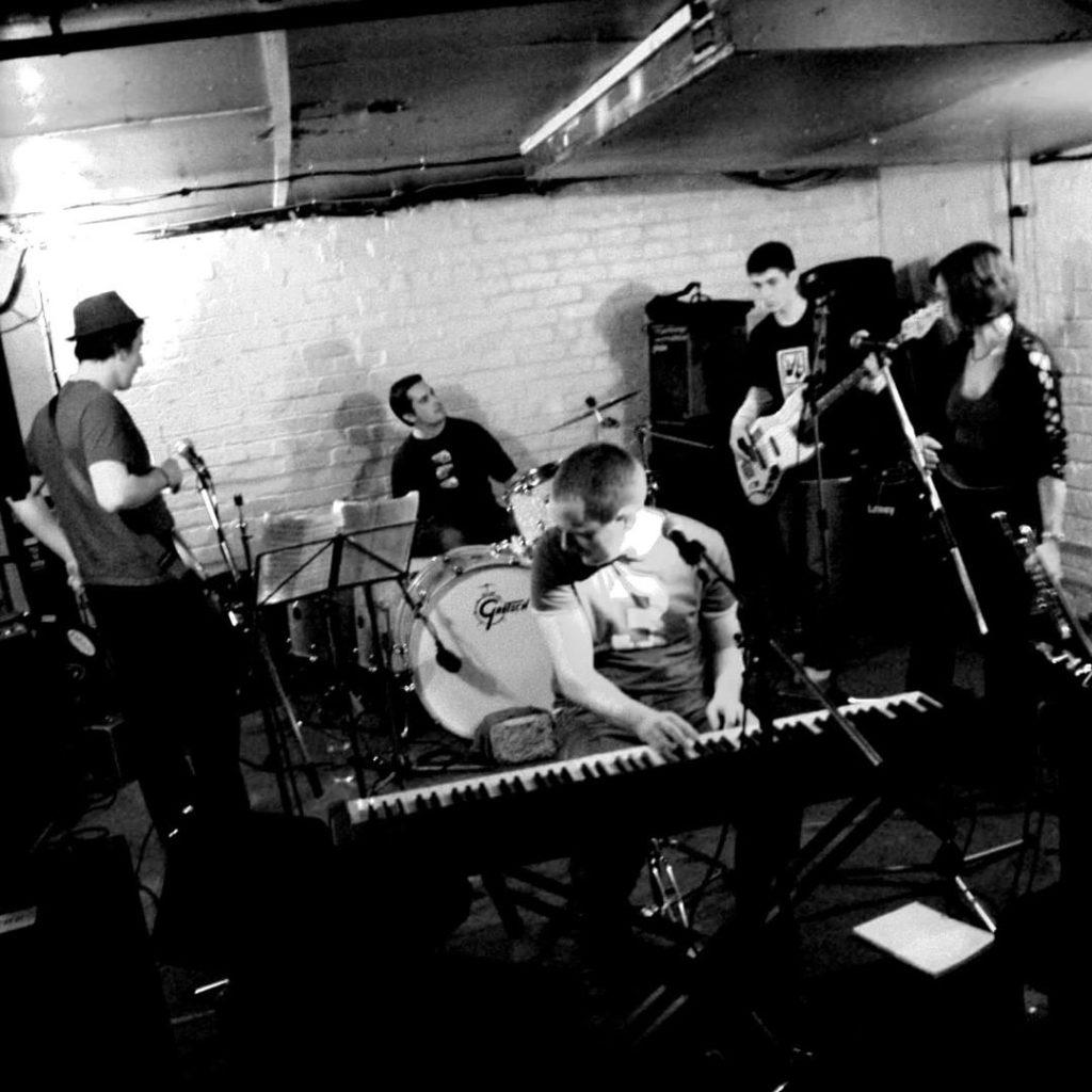 yellow bentines Are we ready? #livemusic #gig #yellowbentines #scottishband #glasgowband #13thnoteglasgow #music #livemusic #scottishmusic #piano #pianoband #pianomusic #pianist #bass #bassist #bassplayer #pianoplayer #trumpet #femaletrumpetplayer #trumpeter #trilby #drums #drummer #no3 #gigready #letsdothis