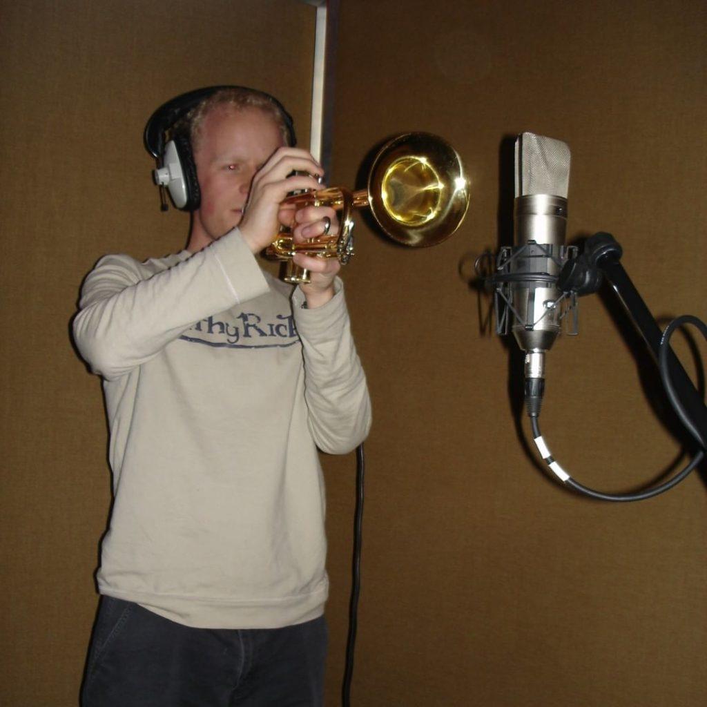 yellow bentines T-Boy Blastin' it #trumpet #trumpetplayer #yellowbentines #recording #gravitystudiosglasgow #scottishband #scottishmusic #glasgowmusicscene #trumpetblower #trumpetblows #dontsuck #blow #blowit #hardblower #heblows #brass #brassplayer #playingthebrass #brassedoff #bellend #valve #trumpetmusic Arnold Schwa