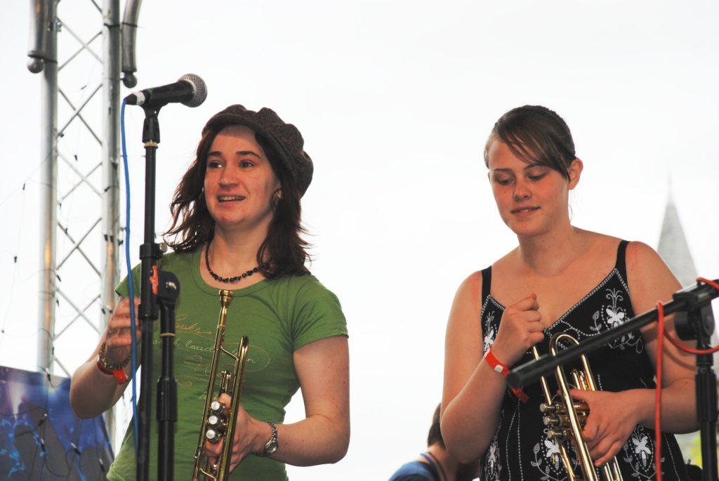 yellow bentines Brass Girls #yellowbentines #trumpet #trumpetgirls #brass #connectfestival #live #livemusic #gig #scottish #scottishband #scottishmusic #music #playing #playinglive #brassmusic #lovelyday #gigtime