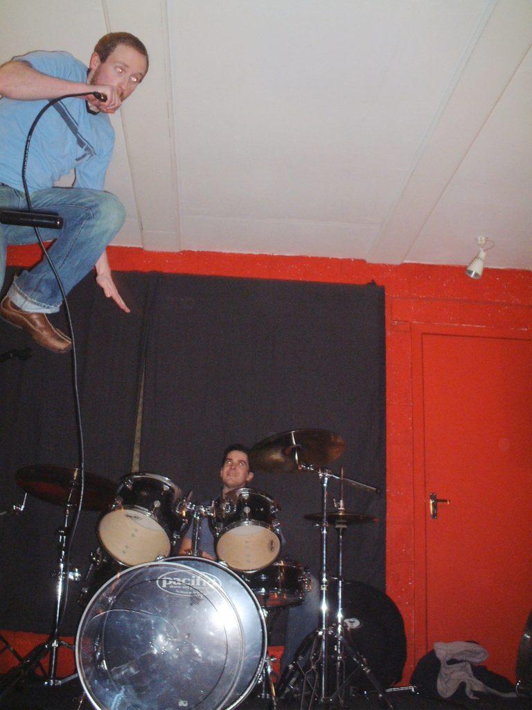 yellow bentines Flying #yellowbentines #scottish #scottishband #glasgowband #glasgowmusic #live #jump #drums #drummer #aerodynamics #playinglive #music #scottishmusic #scottishmusicscene